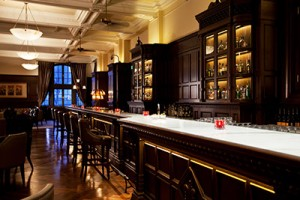 201310-ss-glamorous-cocktail-bars-long-bar-waldorf-astoria-shanghai
