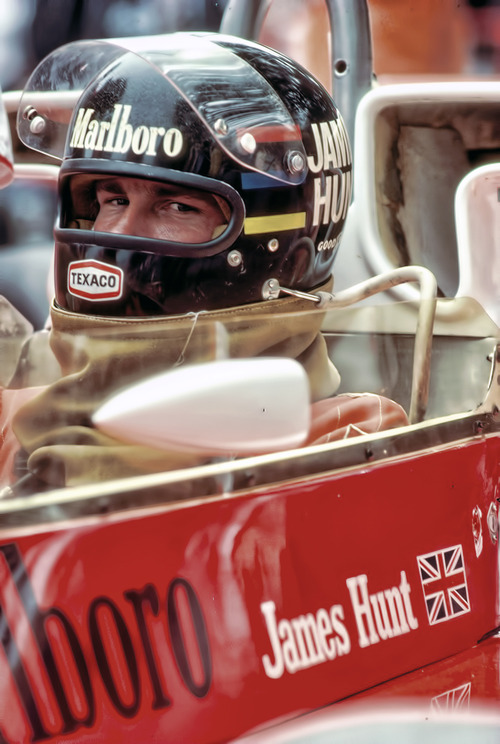 James-Hunt-in-race-car-with-helmut