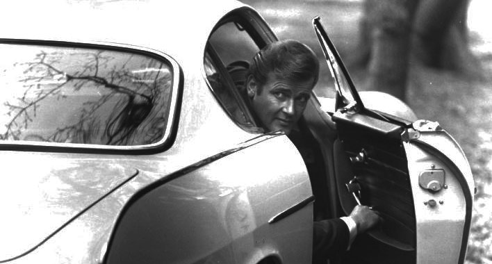 roger-moore-volvo-saint-black-and-white-james-bond-simon-templar