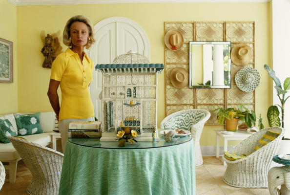 Hope Simpson in her Happy Ward-planned house in Lyford Cay, on New Providence Island in the Bahamas, April 1974. (Photo by Slim Aarons/Hulton Archive/Getty Images)